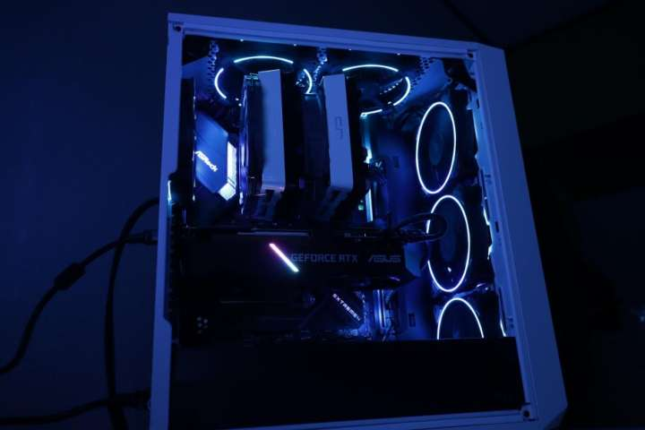 光る白黒PC