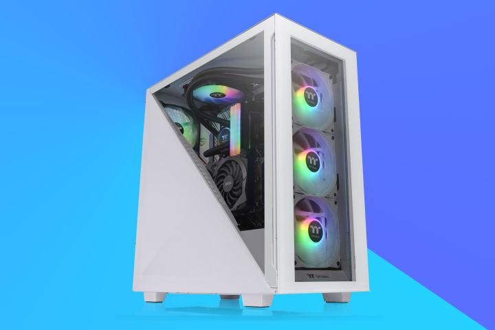 Thermaltake Divider 300TGを使用すると、ハーフガラスのサイドパネルを覗くことができます