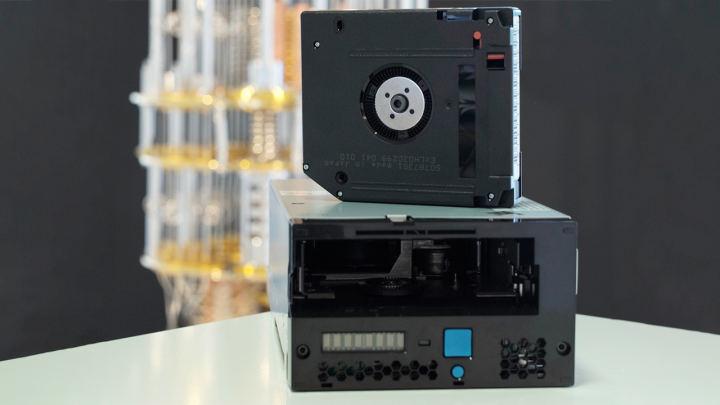 1バイトのテープカートリッジ:富士フイルムは新素材で将来を計画