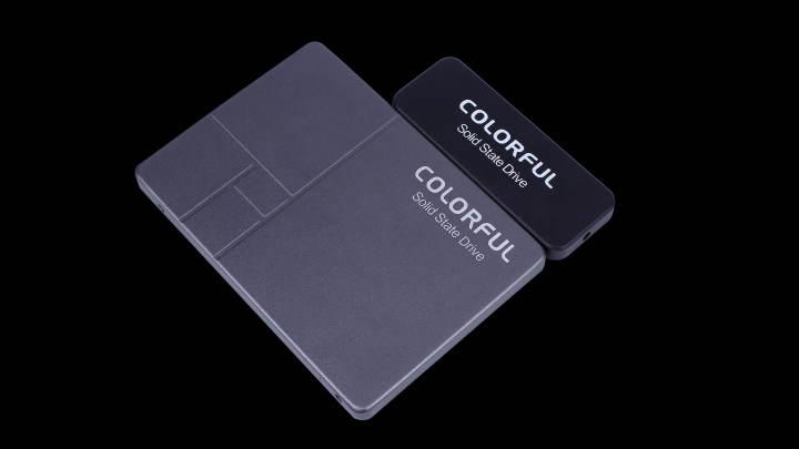 ColorfulはサムドライブサイズのSATA III SSDを発表