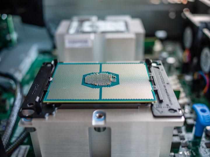 再起動せずにマザーボードのUEFIをアップデートできるインテルの新機能