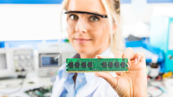 DRAMメーカー、2021年末までに価格是正の見通し