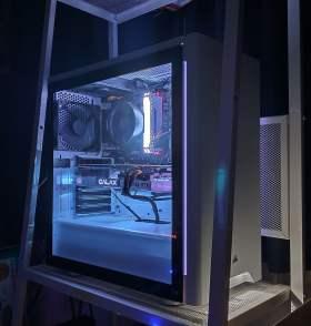 3画面でバリバリゲームしたい         RTX2080搭載白基調空冷PC #2