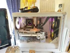 白くて光るパソコン