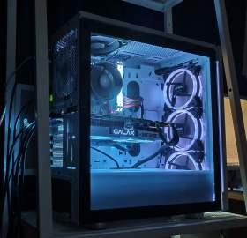 3画面でバリバリゲームしたい         RTX2080搭載白基調空冷PC #1