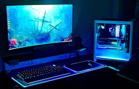 白と黒のコントラストが彩る高性能PC