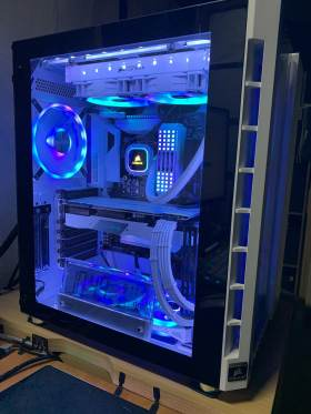 白くて光るCORSAIR&GIGABYTE統一PC